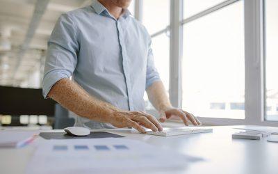 Bienestar en la oficina: Teclear muy fuerte